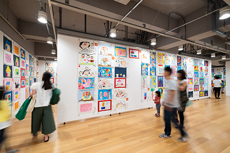 画像:「横浜市こどもの美術展2019」会場風景 photo:Ken KATO