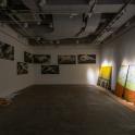 「新・今日の作家展2019 対話のあとさき」門馬美喜(右から)《原町火力発電所》《相馬共同火力発電所》2019年、《千年前の川を渡る馬》2017-2019年、《Route101ヶ月 相馬/横浜》2019年 展示風景 photo:Ken KATO